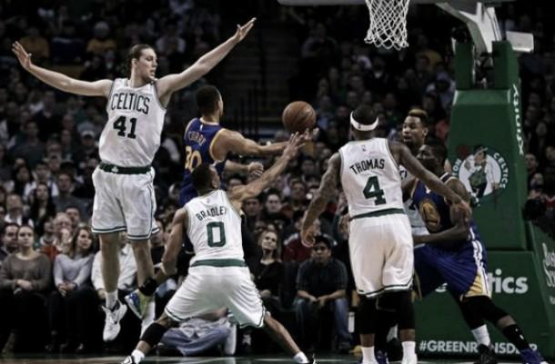 NBA: Golden State trema ma passa a Boston (119-124)