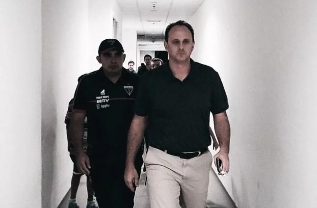 Rogério Ceni reclama de postura da arbitragem e critica expulsão de Osvaldo em derrota para Grêmio