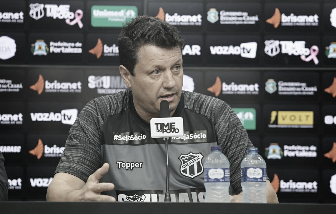 """Adílson Batista se diz aliviado com vitória do Ceará: """"Tira um pouco da pressão"""""""