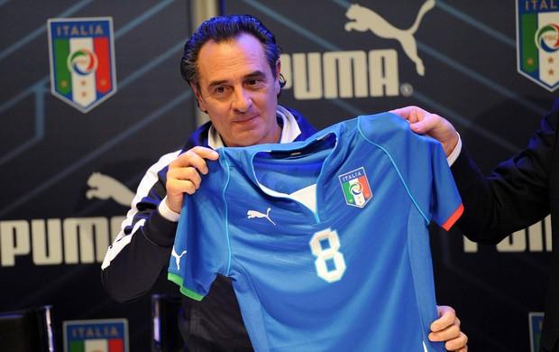 Azzurra apresenta uniforme da Copa das Confederações