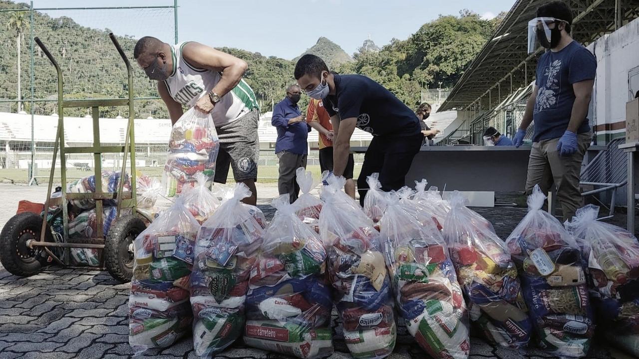 Fluminense distribui 340 cestas básicas para funcionários do clube