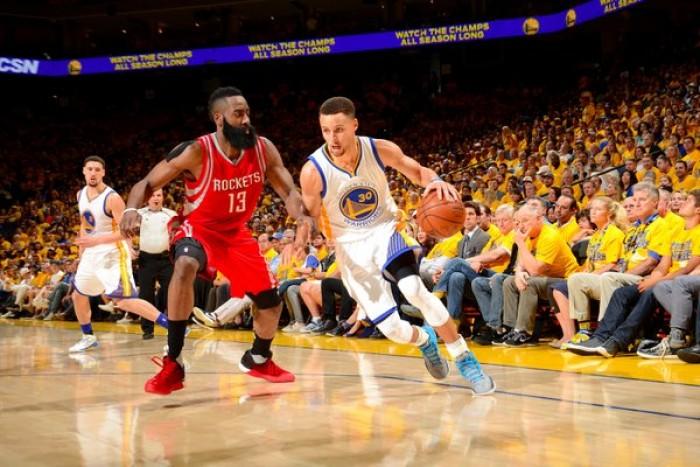 NBA, Warriors strepitosi in gara 1: Houston annientata 104-78