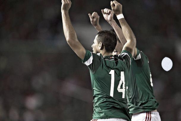 Javier Hernández aventaja por seis años a Jared Borgetti