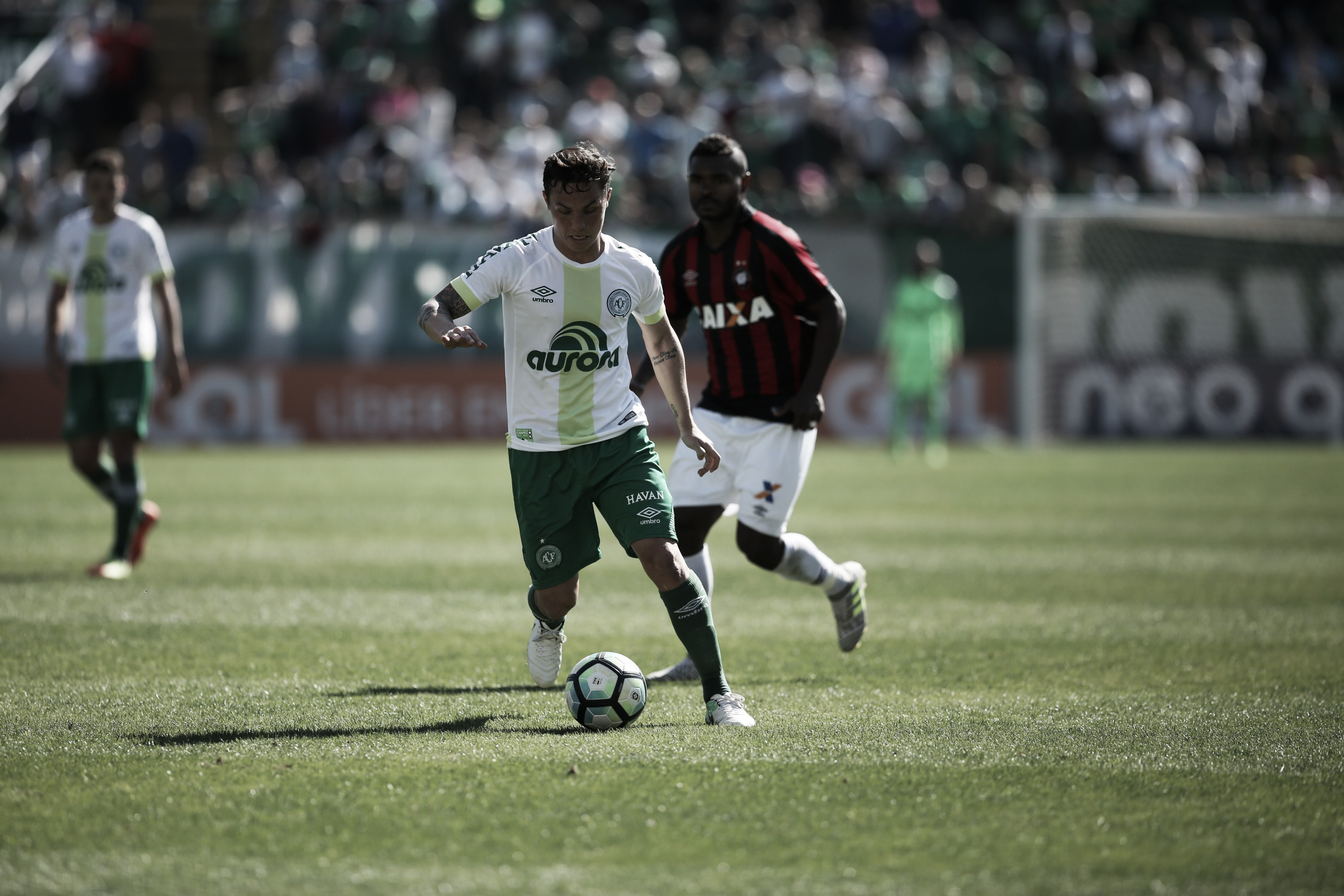 Em fase delicada, Chapecoense cumpre jogo atrasado contra Atlético-PR
