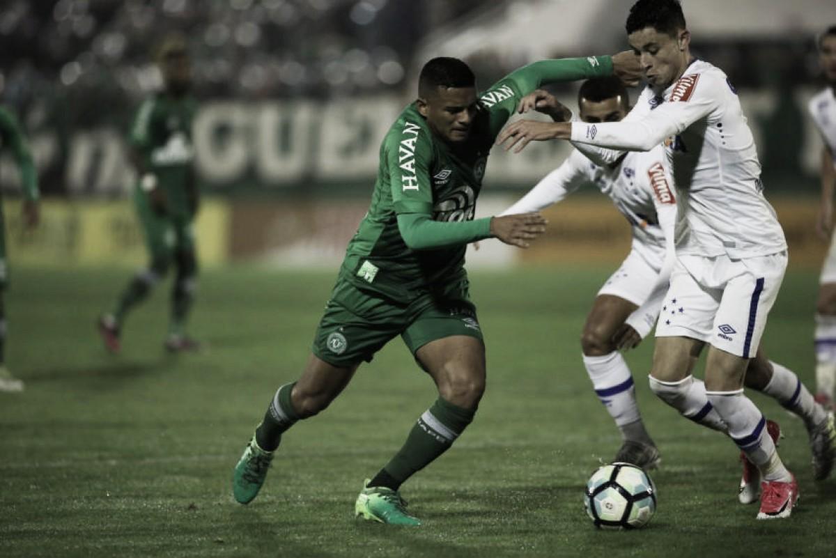 Pressionada, Chapecoense recebe Cruzeiro tentando se afastar da zona de rebaixamento
