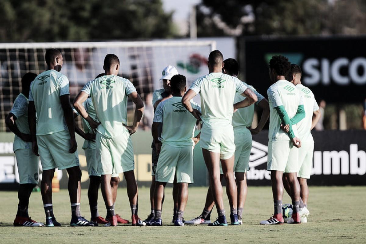 Ainda sem vencer, Chapecoense e Paraná fecham rodada do Brasileiro