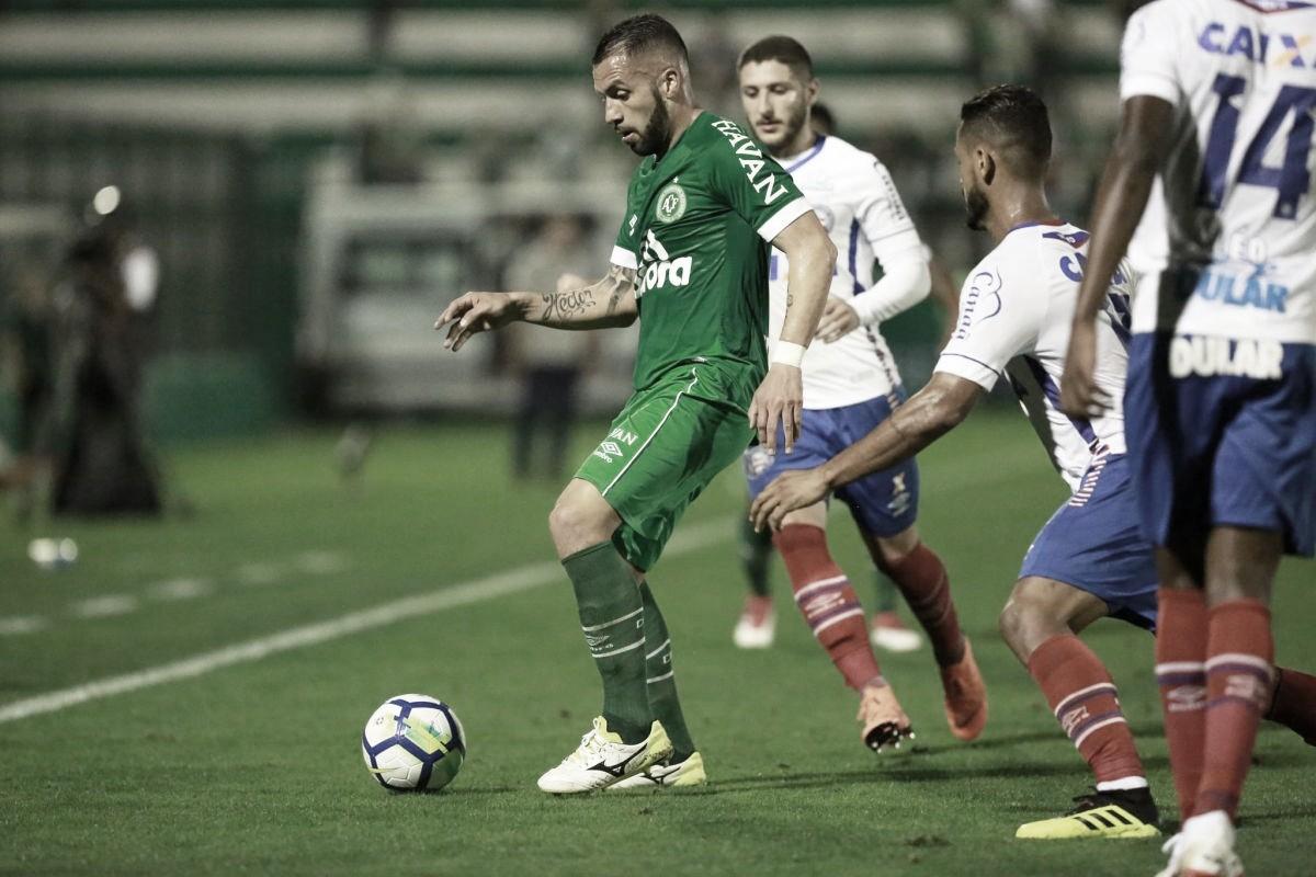 Sem técnico e na degola, Chapecoense recebe Bahia buscando recuperação