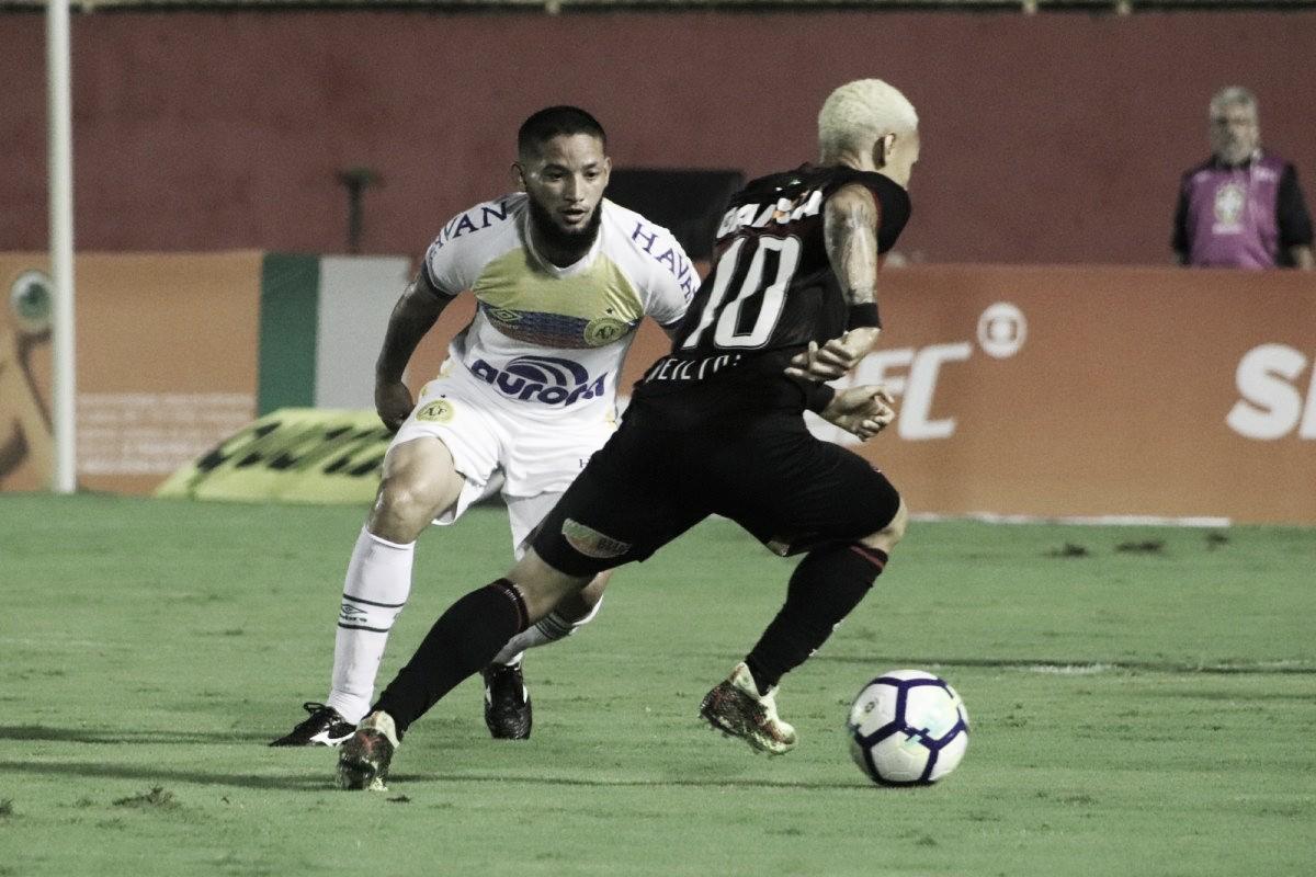 """Goleiro Jandrei lamenta revés da Chapecoense contra Vitória: """"Não podíamos perder"""""""