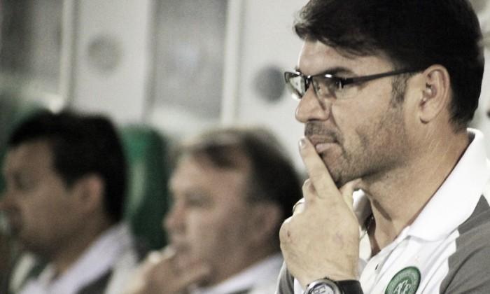 Técnico da Chapecoense lamenta eliminação e destaca luta contra degola no Brasileirão