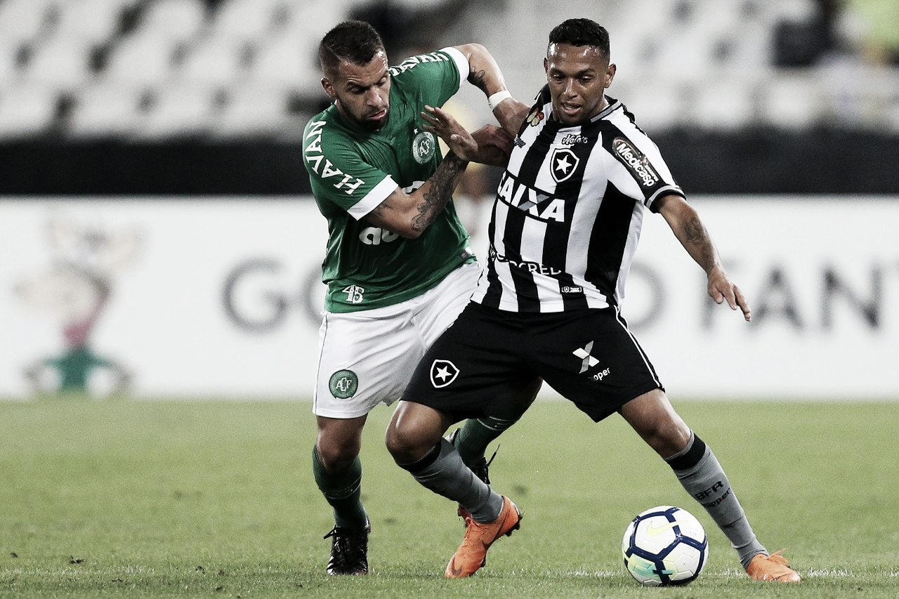 Chapecoense recebe Botafogo em confronto direto pela permanência na Série A