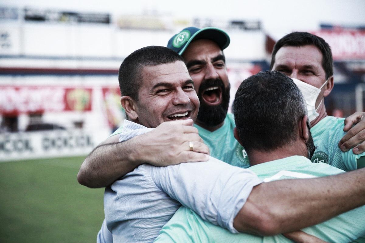 """Umberto Louzer destaca méritos da Chapecoense no título catarinense: """"Sinergia muito boa"""""""