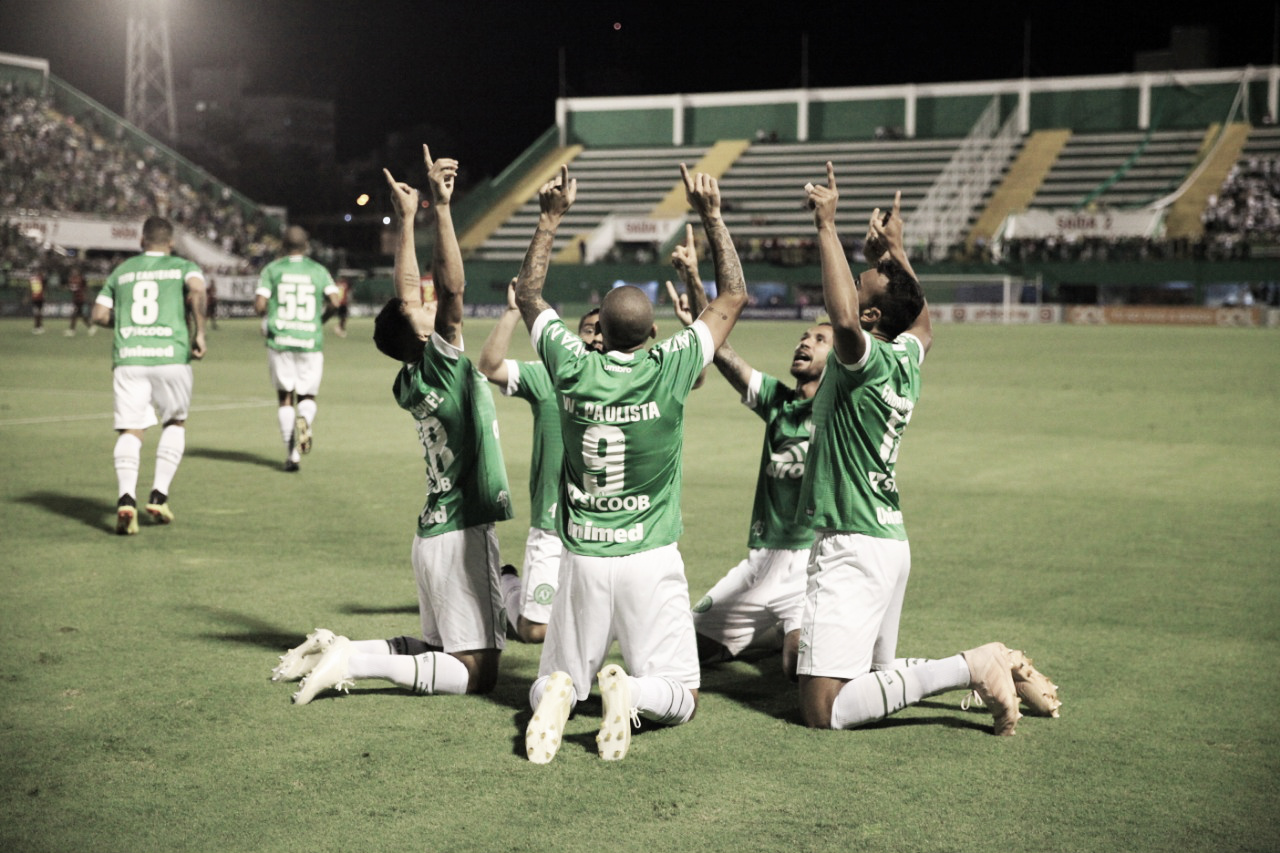 Autor dos gols da vitória, Leandro Pereira destaca empenho da Chape na luta contra descenso