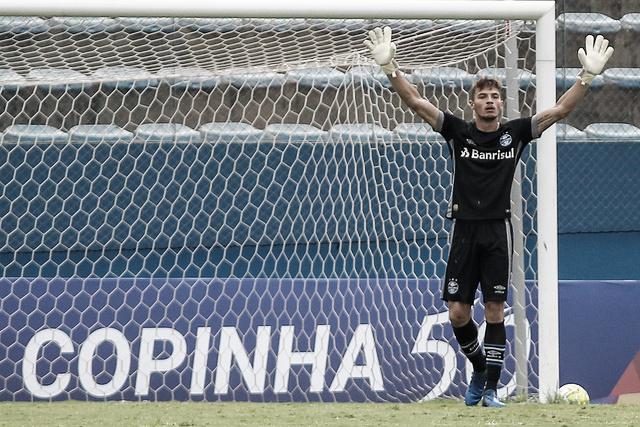 "Gabriel Chapecó comemora defesa de pênalti após classificação do Grêmio: ""Fui feliz no lance"""