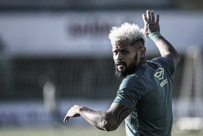 Atacante da Chapecoense, Roberto recebe alta após internação por Covid-19