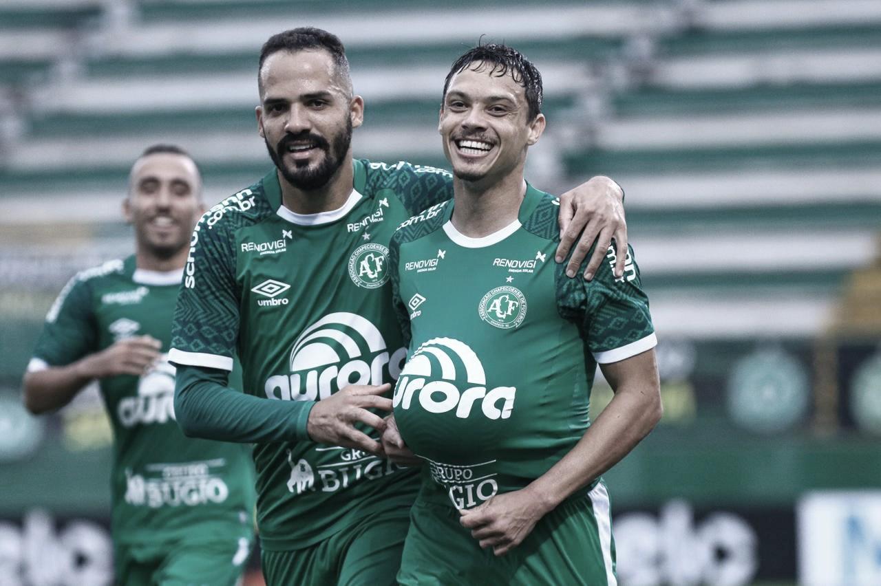 Chapecoense sofre gol em pênalti bizarro, mas vence ABC na Copa do Brasil