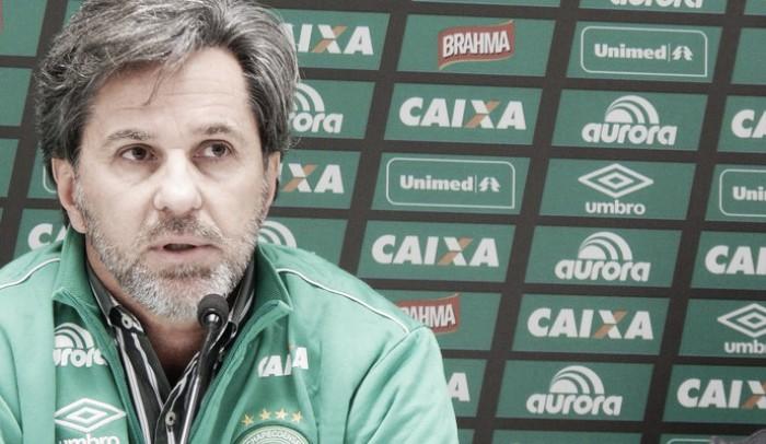 Caio Júnior se desculpa com torcida da Chapecoense por expulsão contra Palmeiras