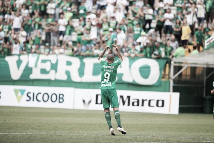 Chapecoense vence Brusque com dois gols de Wellington Paulista e segue encostado na liderança