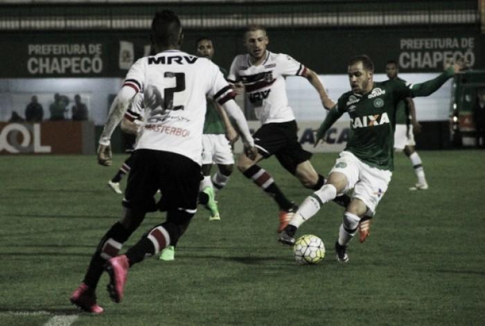 Desesperado, Santa Cruz encara Chapecoense buscando iniciar reação no Brasileiro