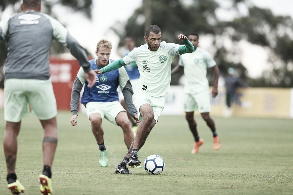 Claudinei Oliveira faz mudanças na Chapecoense em último treino antes do jogo contra o Bahia