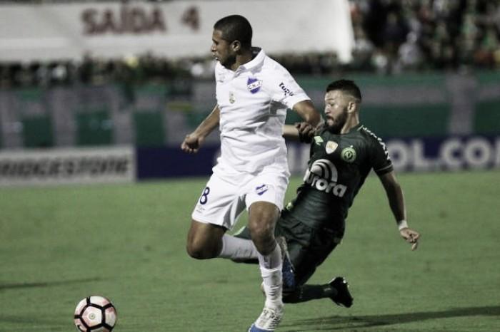 Jogadores da Chapecoense mostram indignação após empate diante do Nacional-URU