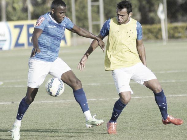 À espera de renovação, Charles reforça desejo de permanecer no Cruzeiro