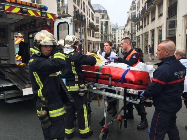 Encapuchados tirotean la redacción de una revista satírica francesa