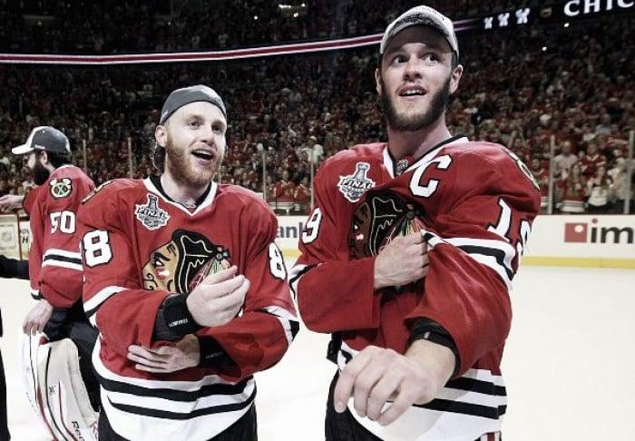 Las camisetas más vendidas de la NHL. Jonathan Toews y Patrick ... f1fc6de4dde0d