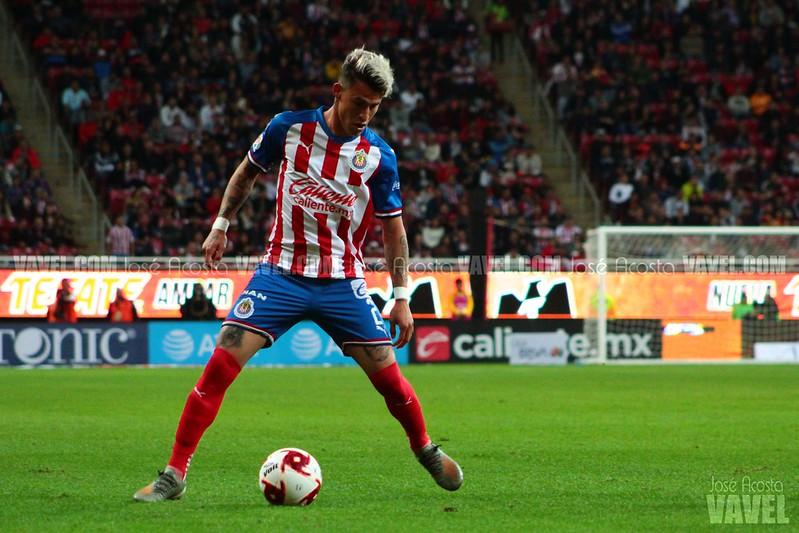 ¿Usar a Cristian Calderón como lateral o extremo?