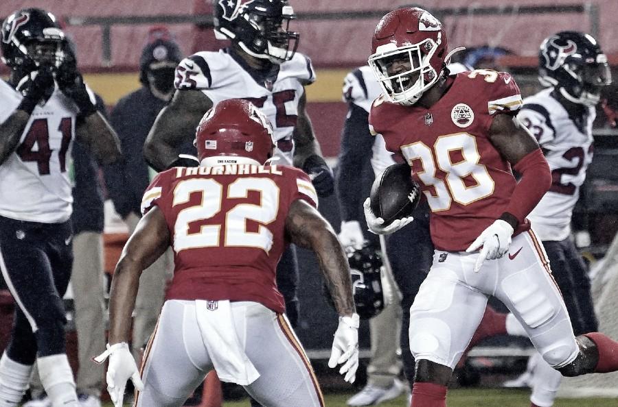 Los Chiefs inician con victoria su camino al bicampeonato
