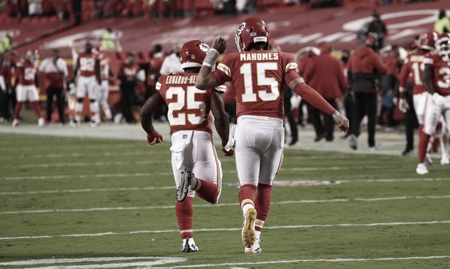 Calouro comanda ataque e Chiefs vence Texans na abertura da temporada