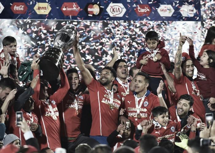 Na edição de 2015, o Chile derrotou a Argentina nos pênaltis e levantou a taça de campeão da Copa América, relembre