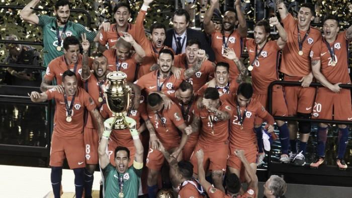 """Vidal celebra bicampeonato da Copa América sobre Argentina: """"Ganhamos um lugar na história"""""""