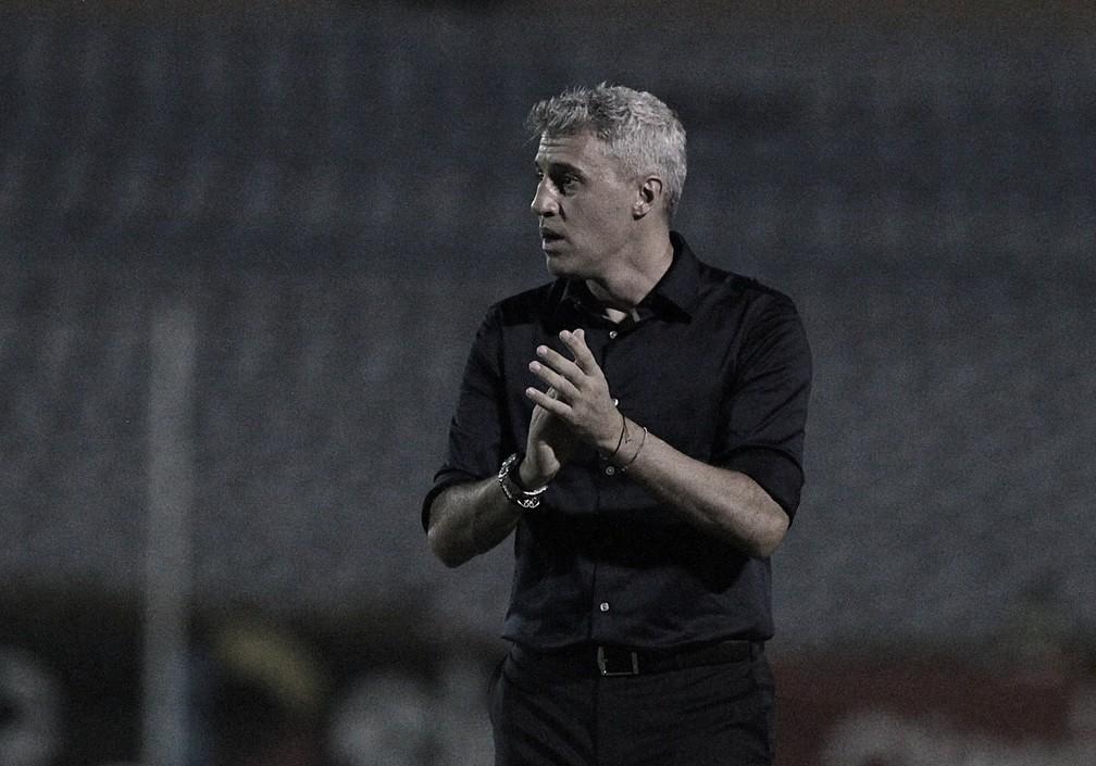 Crespo tranquiliza torcida do São Paulo e alivia para arbitragem após derrota para 4 de Julho