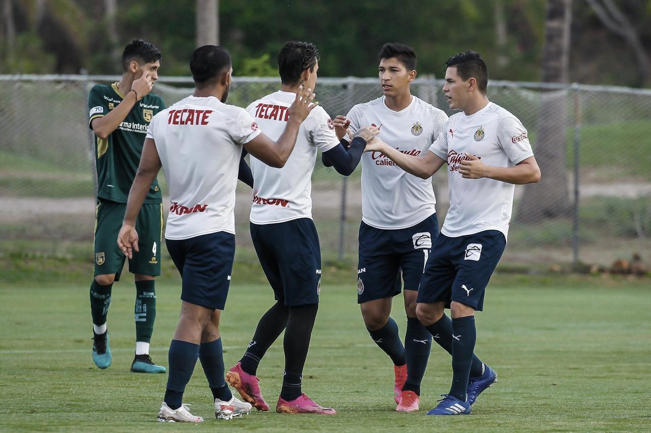 Chivas cierra primera parte de pretemporada con triunfo en amistoso