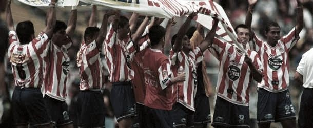 Clásico Retro: Chivas golea a domicilio al acérrimo rival
