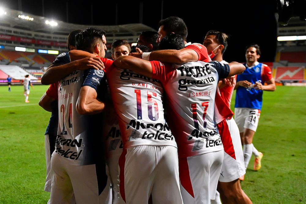 Chivas alarga el mal paso de Necaxa