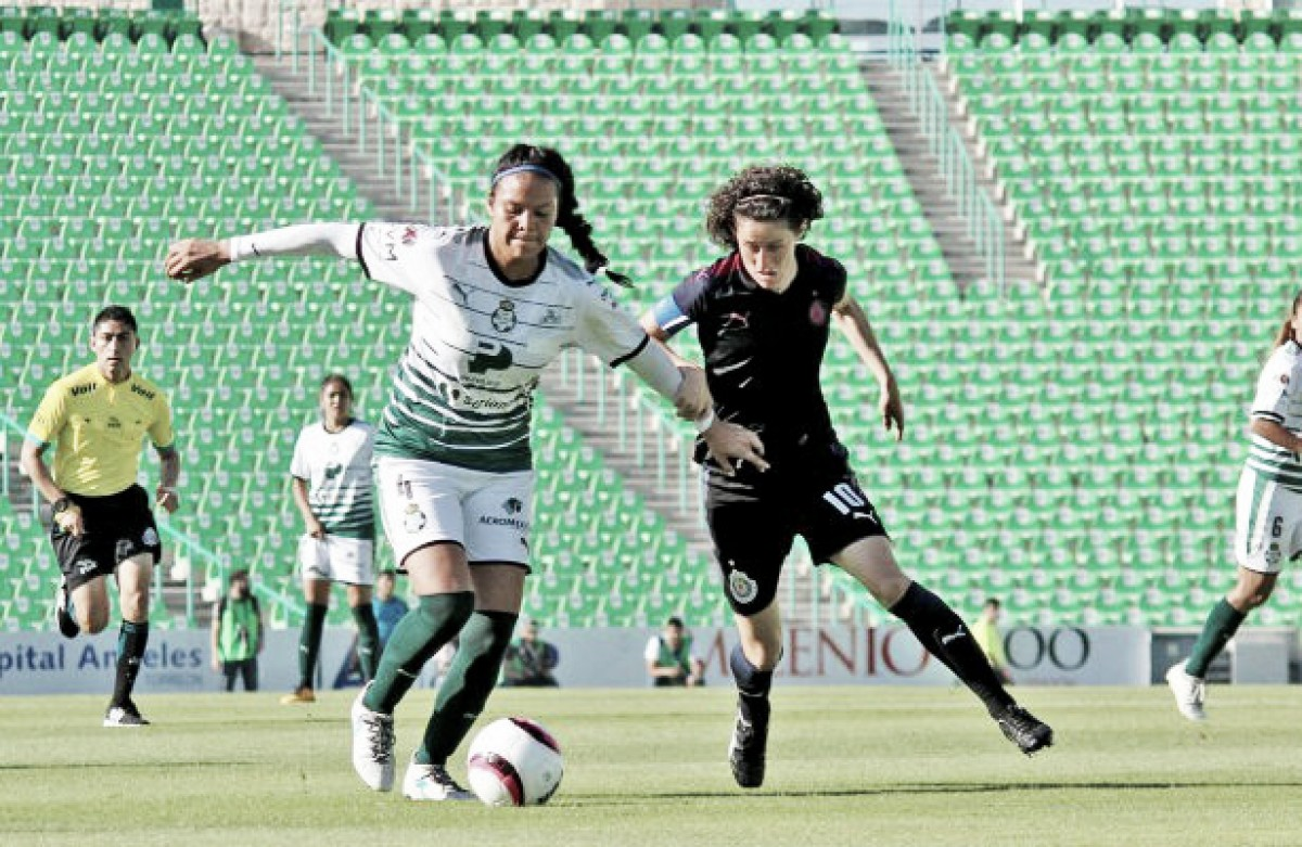 Matías Fernández anotó un golazo de tiro libre en derrota del Necaxa