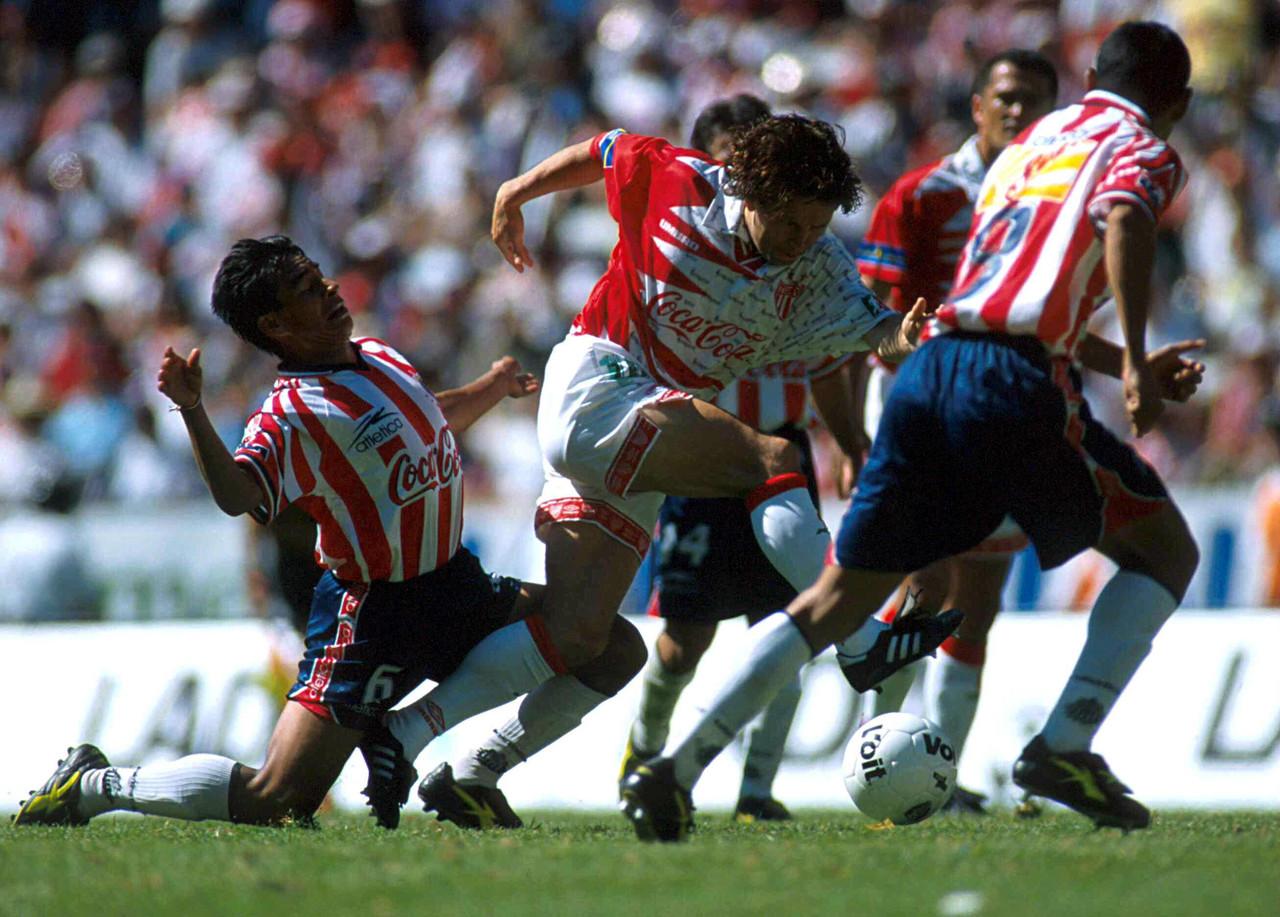 Encuentro rojiblanco Chivas vs Necaxa, ¿quiénes han vestido ambas camisetas?