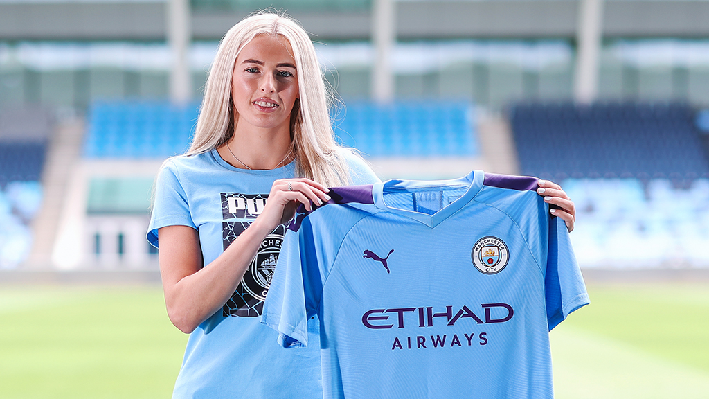 Chloe Kelly joins Manchester City on a two-year deal