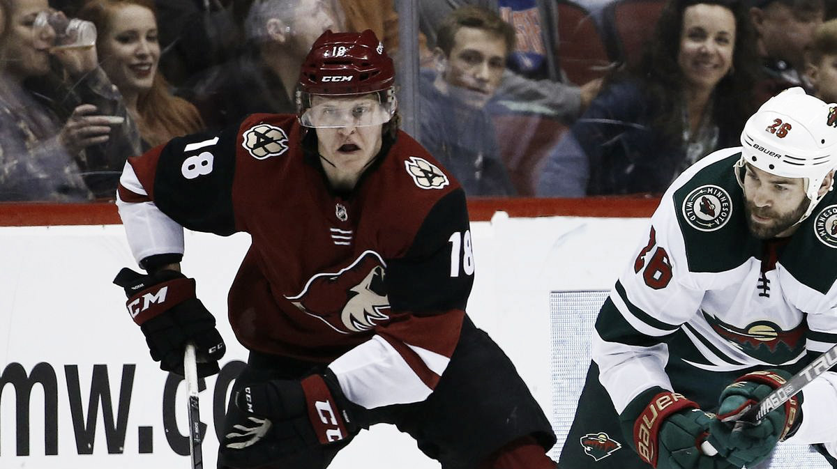 Arizona Coyotes: Will they acquire a center to replace injured Christian Dvorak?