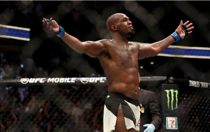 Retorno triunfal: Jon Jones nocauteia Daniel Cormier no UFC 214 e volta a ser campeão