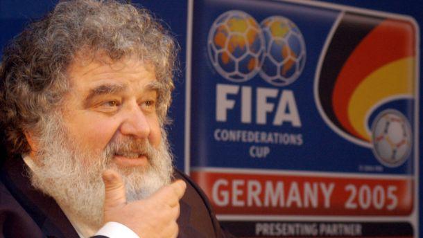 Warner Bros lleva el escándalo de la FIFA al cine
