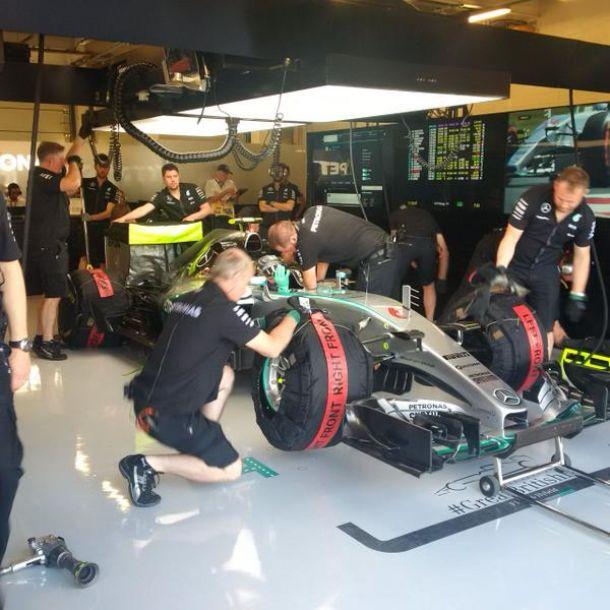 Mercedes, Mercedes y nadie más que Mercedes en Silverstone