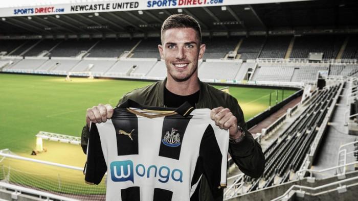 Ciaran Clark completes Newcastle United move