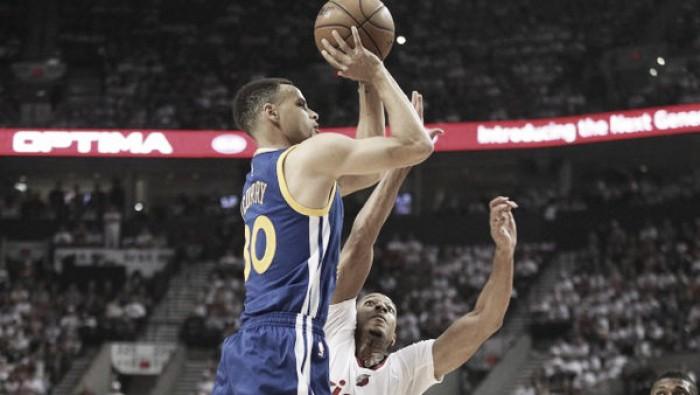 Curry decide na prorrogação, Warriors vencem Blazers e se aproximam da classificação