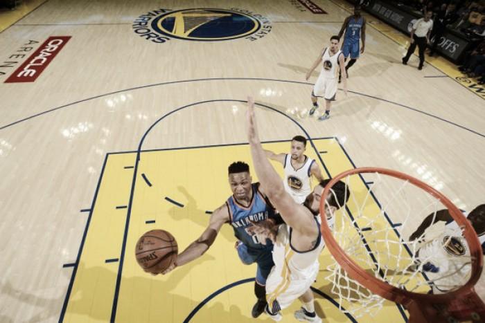 Com duplo-duplo de Westbrook, Thunder quebra mando do Warriors e sai na frente na decisão