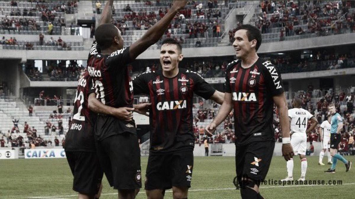Para lavar a alma! Atlético-PR goleia Vitória e ganha sobrevida no Campeonato Brasileiro