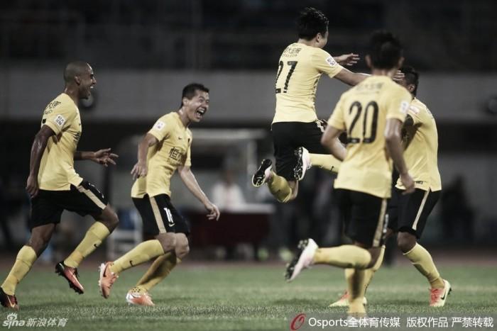Guangzhou bate Changchun Yatai e aproveita tropeços de concorrentes para seguir líder