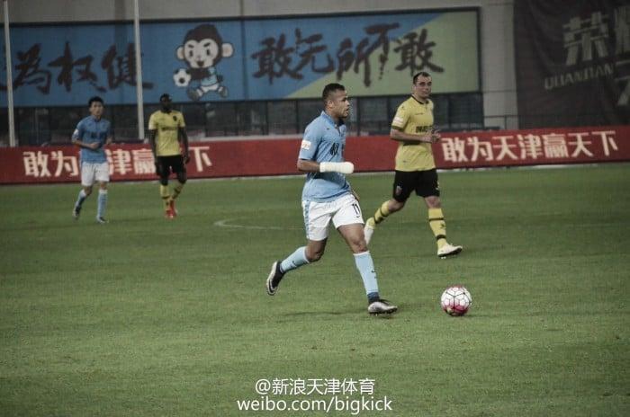Geuvânio marca e Tianjin Quanjian encosta no líder Guizhou na segunda divisão chinesa