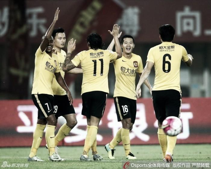 Com gols de Alan e Ricardo Goulart, Guangzhou Evergrande volta a vencer na China